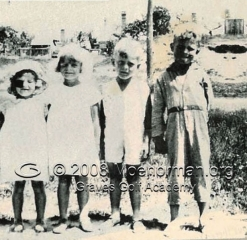 1937_moe_with_brother_two_sisters